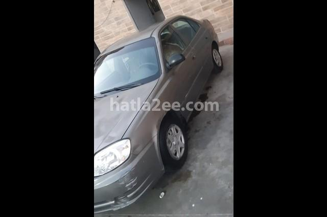 Verna Hyundai فضي