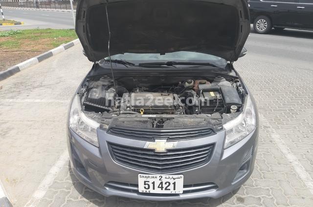 Cruze Chevrolet رمادي