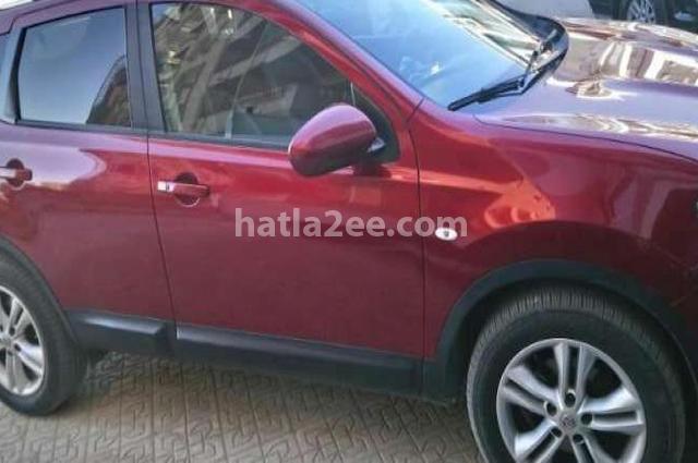 Qashqai Nissan احمر غامق