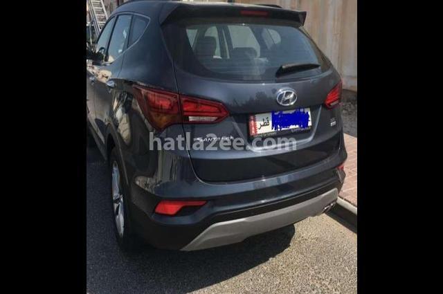 Santa Fe Hyundai أسود