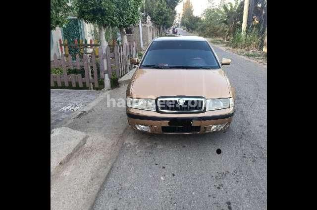 Octavia A4 Skoda ذهبي