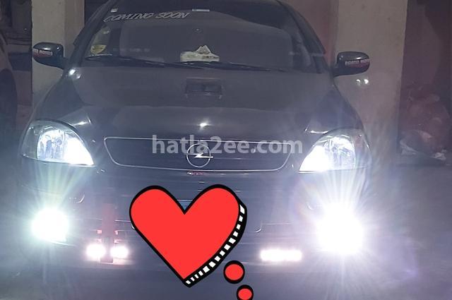 Corsa Opel أسود