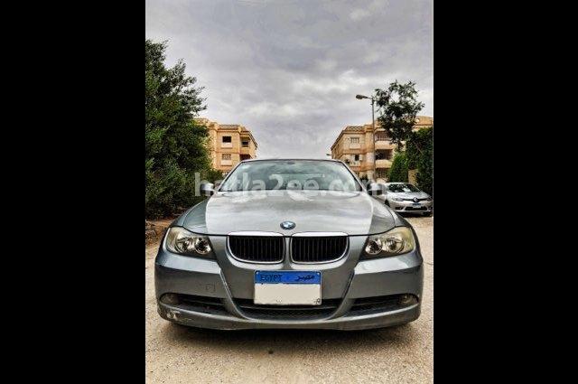 320 BMW الأزرق الداكن