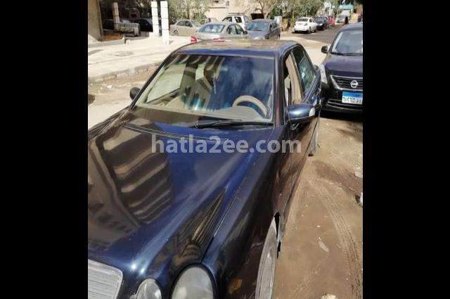 E 200 Mercedes Dark blue