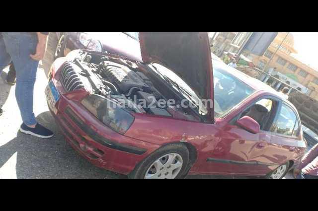 Elantra Hyundai احمر