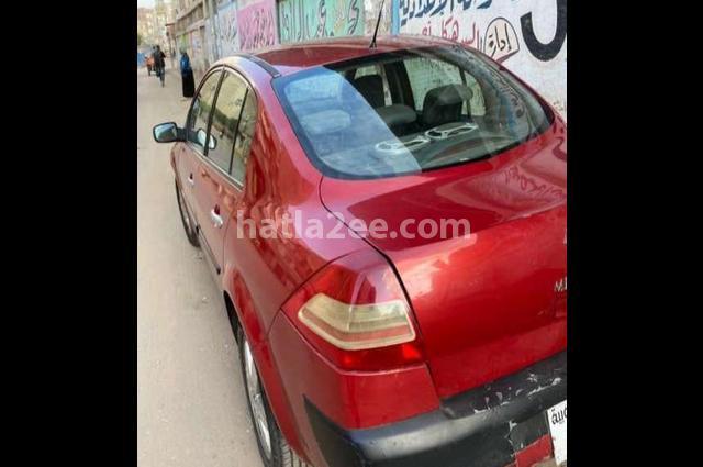 Megane Renault احمر غامق