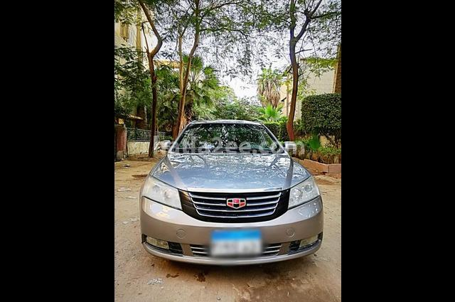 Emgrand 7 Geely ذهبي