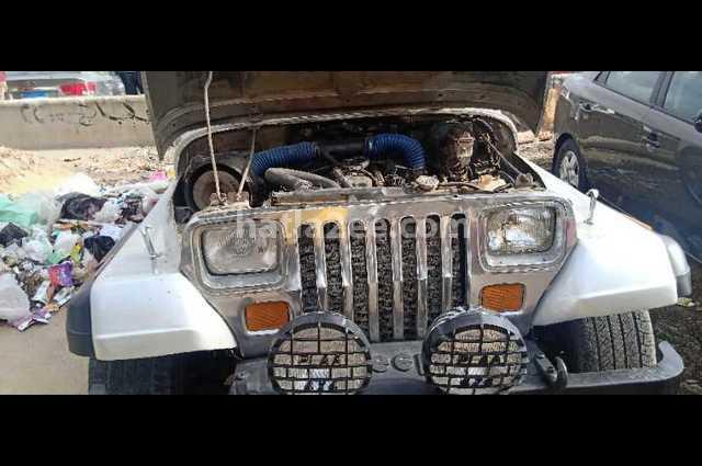 Wrangler Jeep فضي
