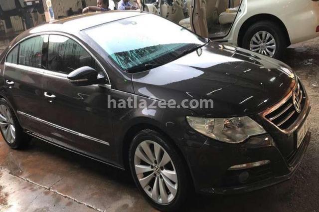 Passat Volkswagen أسود