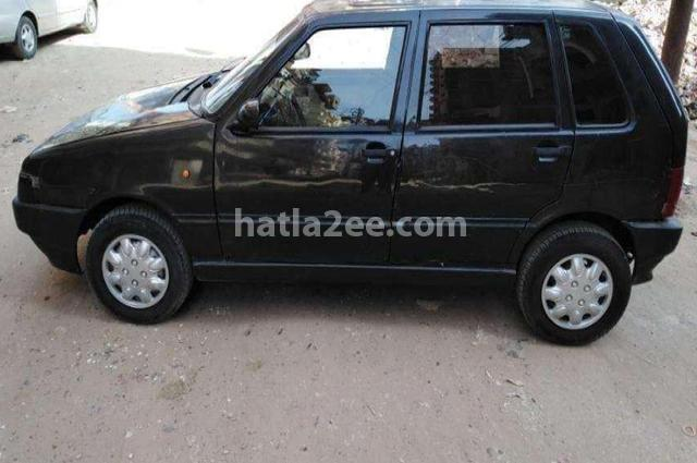 Uno Fiat أسود